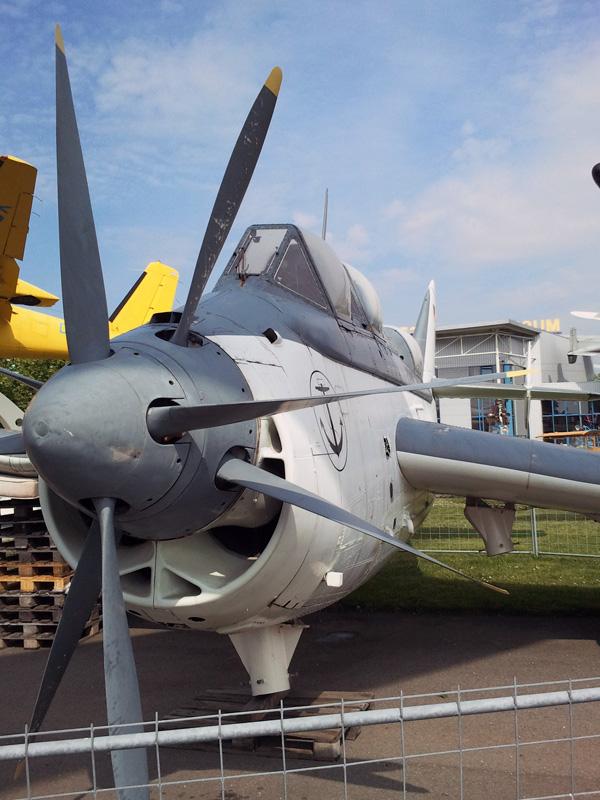 Turbinengetriebes Flugzeug mit gegenläufigen vierblättrigen Propellern
