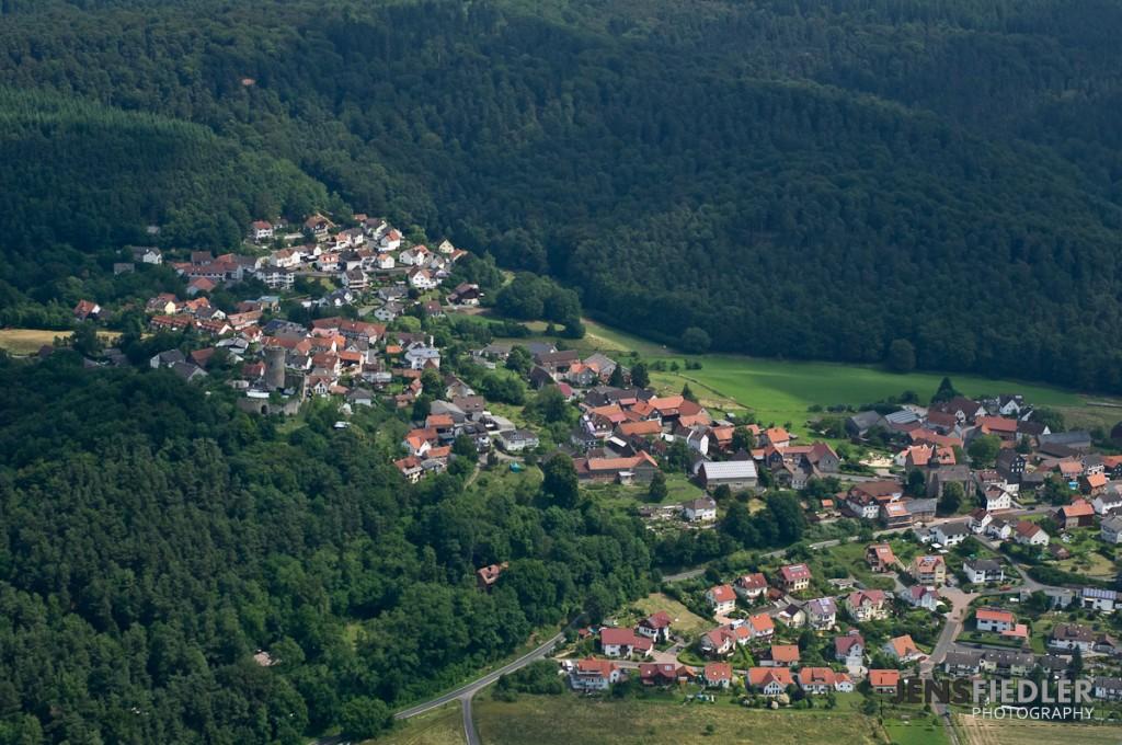 Luftaufnahme der Burg Mellnau