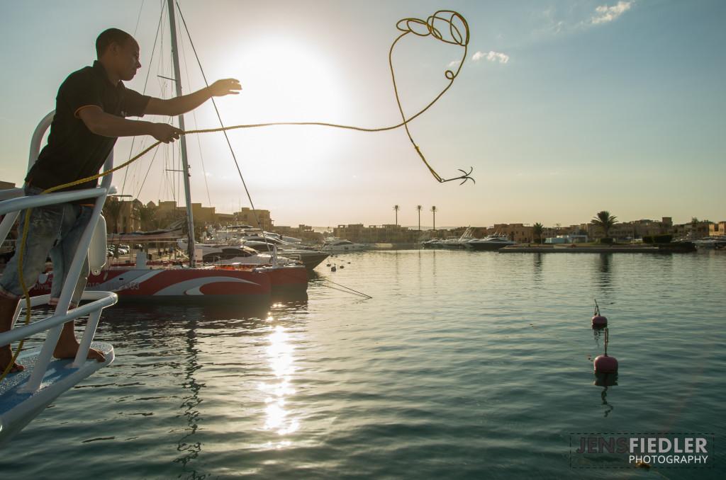 Anlegen im Abendlicht im Hafen von El Gouna